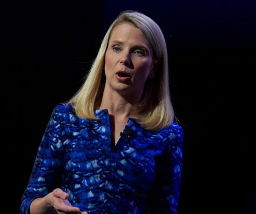Yahoo CEO Mayer to leave board of directors if Verizon sale happens