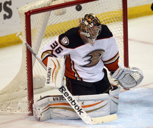 Anaheim Ducks G John Gibson exits with apparent injury vs. Preds