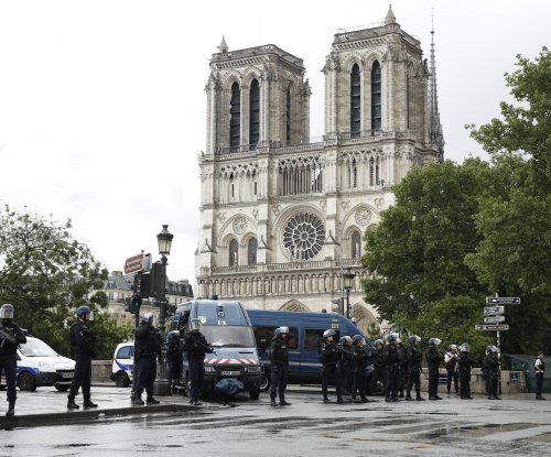 Police shoot attacker outside Notre Dame in Paris