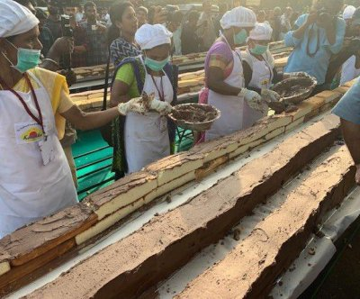 Bakers create world's longest cake in India