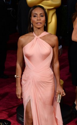 Jada Pinkett Smith says 'there's nothing sexual' about daughter Willow's controversial photo