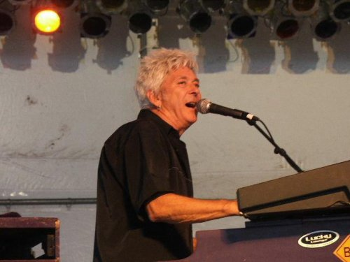 Famed rocker Ian McLagan of Small Faces dies
