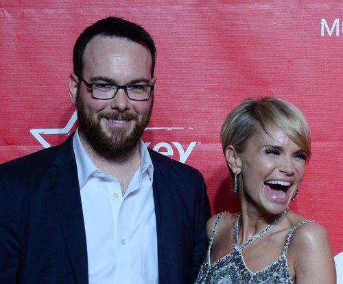 Kristin Chenoweth takes dig at ex-boyfriend Dana Brunetti