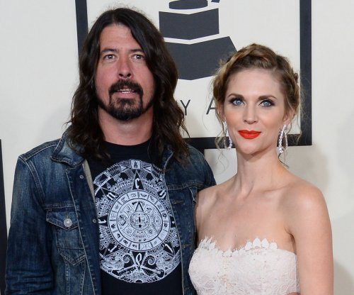 Foo Fighters cancels two shows after Dave Grohl breaks his leg