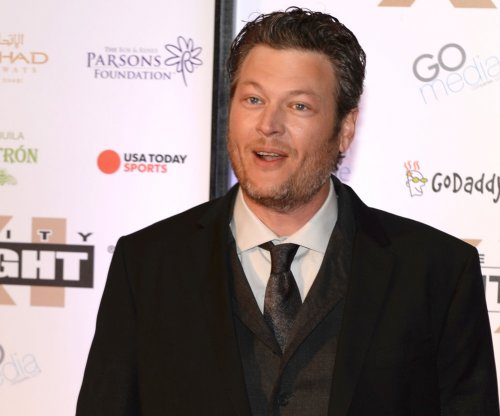 Blake Shelton sues tabloid over fake cover story