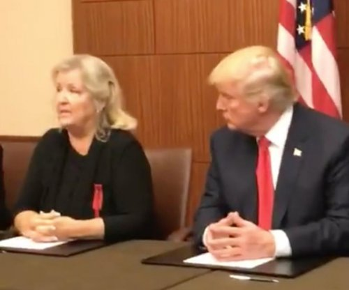 Donald Trump holds news conference with Bill Clinton accusers ahead of debate