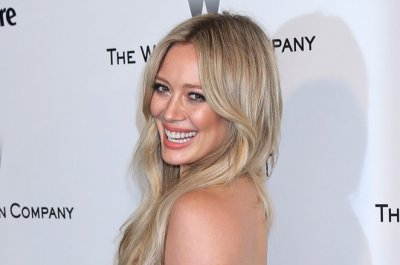 Report: Hilary Duff, Scott Eastwood get flirty in Los Angeles