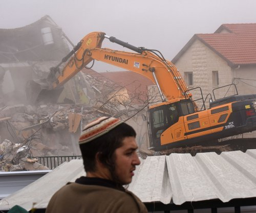 9 Jewish homes in at Ofra settlement demolished after protesters removed