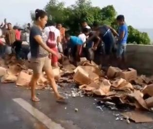 Witnesses raid brandy from overturned truck