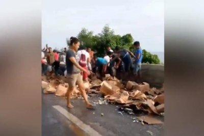 Witnesses raid brandy from overturned truck