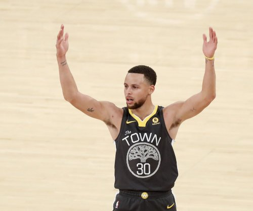 Warriors' Stephen Curry nets buzzer-beater from opposing 3-point line