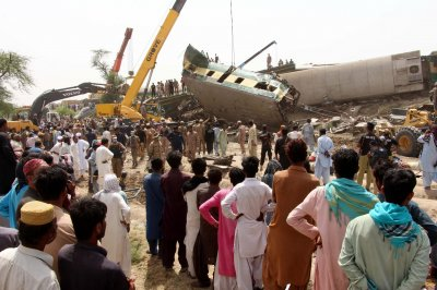 At least 40 dead after 2 passenger trains collide in Pakistan