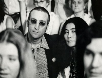 Suit seeks Lennon Guitar from ex-museum