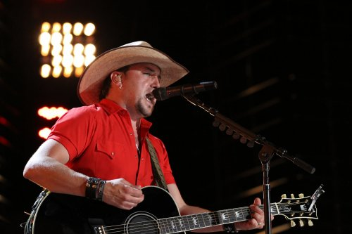 Aldean, Swift to perform at CMAs show