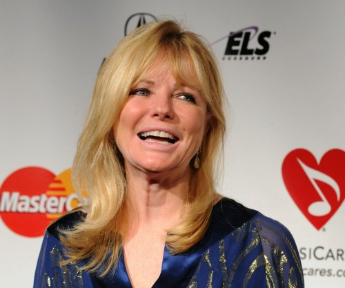 Former model Cheryl Tiegs blasts Sports Illustrated full-figured swimsuit cover