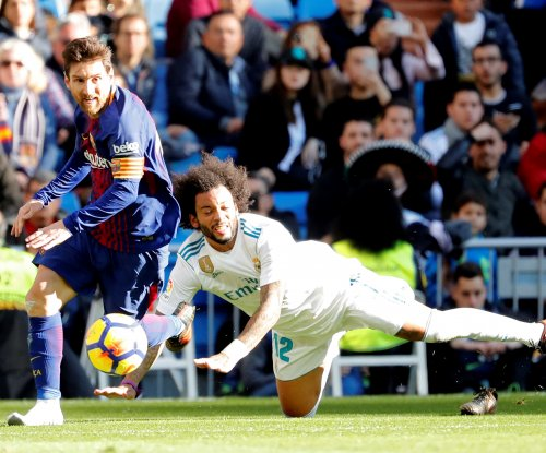 El Clásico: Messi has shoeless assist, Ronaldo whiffs in Barcelona's win vs. Real Madrid