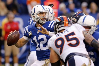 Rehabbing QB Luck says he will work with Colts' WRs