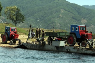 North Korea touts workers toiling at dangerous dam
