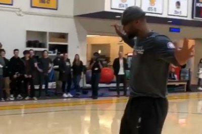 Warriors' DeMarcus Cousins dunks on Kevin Durant during 1-on-1 matchup