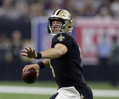 New Orleans Saints QB Drew Brees leaves game with hand injury