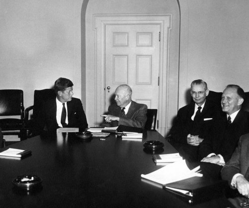 Eisenhower meets with Kennedy to complete transition