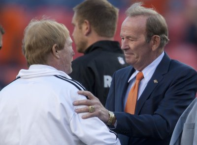 Denver Broncos owner Pat Bowlen steps down because of Alzheimer's disease