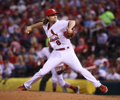 Mike Leake pitches St. Louis Cardinals past Los Angeles Dodgers