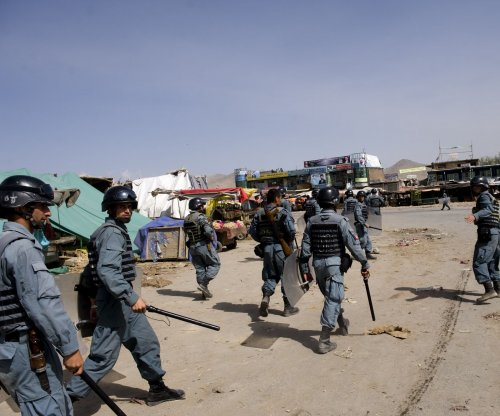 Suicide bomber targets police in Kabul