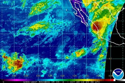 Hurricane Willa nears landfall on Mexico