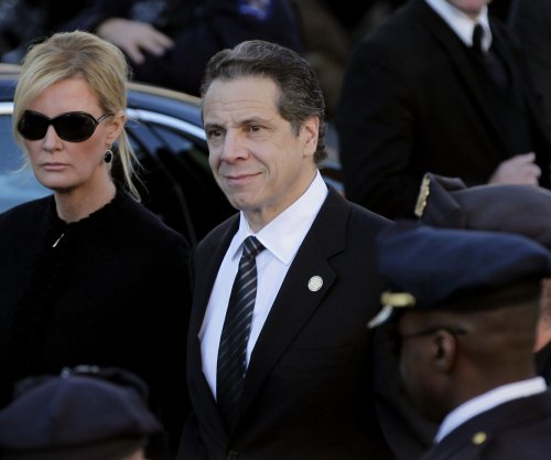 NY Gov. Cuomo entangled between Mayor de Blasio and police unions over legislation
