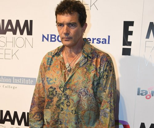 Antonio Banderas home from hospital after experiencing chest pains