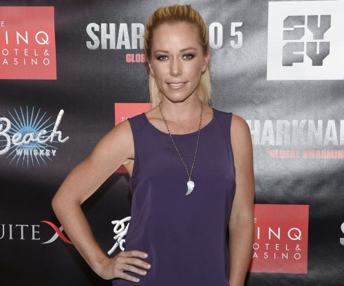 Kendra Wilkinson debuts short, brunette hair after filing for divorce