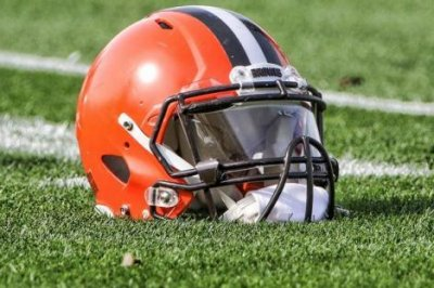 Browns QBs Taylor, Mayfield escape injuries