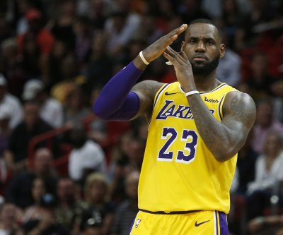 Lakers' LeBron James calls out MLB commish Rob Manfred: 'Listen to your players'