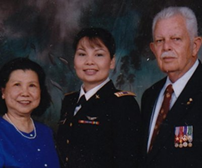 Duckworth shows off family photo after Kirk questions Thai, Revolutionary heritage