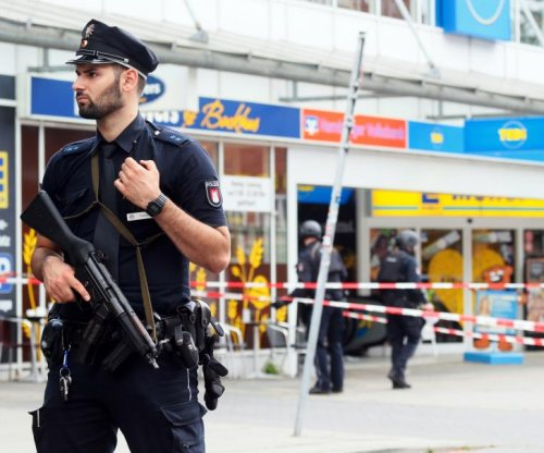 Police: Man kills 1, injures 4 in German supermarket attack