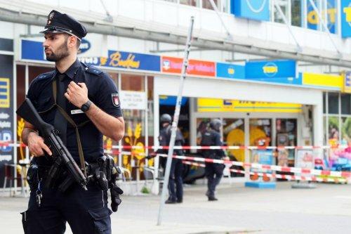 Police: Man kills 1, injures 4 in German supermarket attack