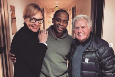 'West Wing' pals Martin Sheen, Allison Janney visit Dule Hill at his play