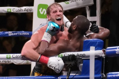 YouTuber Logan Paul goes distance in boxing Floyd Mayweather Jr.