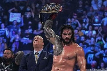 WWE 'Extreme Rules': Roman Reigns survives, Sasha Banks returns
