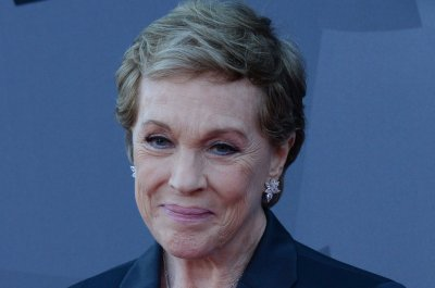 Julie Andrews approves of Emily Blunt playing Mary Poppins