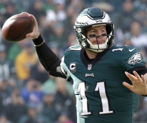 Philadelphia Eagles QB Carson Wentz out with knee injury