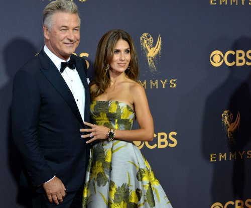 Alec Baldwin to host Sunday chat program on ABC