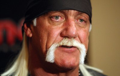Hulk Hogan: Woman steals, returns wrestler's signed boot