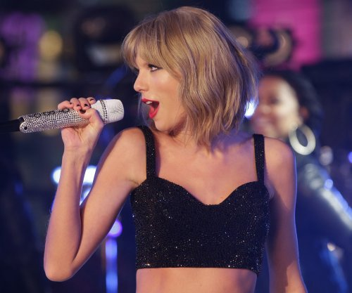 Taylor Swift kicks off her world tour in Tokyo