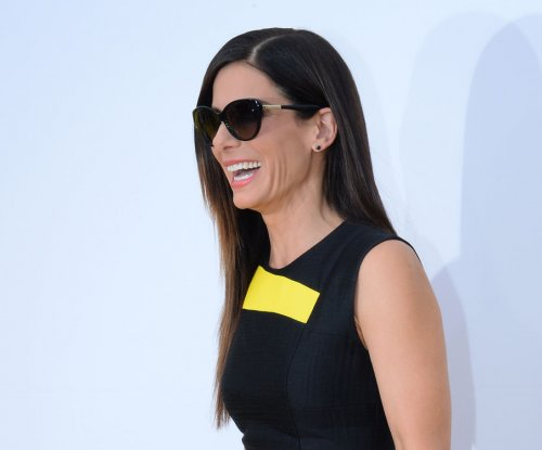 Sandra Bullock dating LA model-turned-photographer