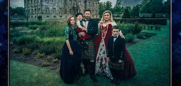 Kelly Clarkson channels 'Game of Thrones' for Christmas card