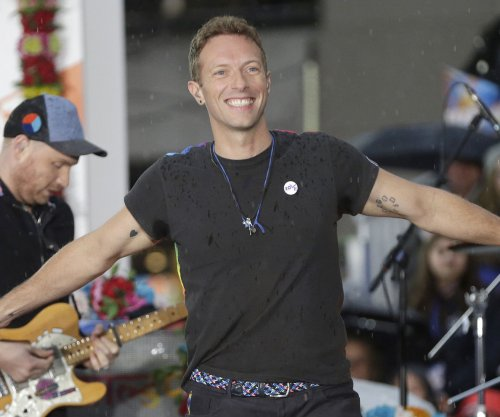 Chris Martin, Heather Graham spark dating rumors after seaside stroll