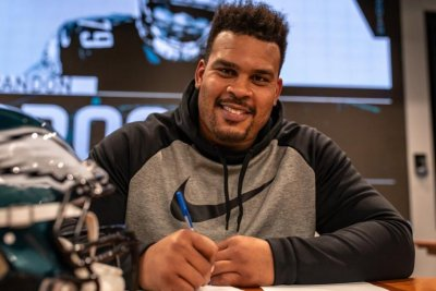 Philadelphia Eagles sign Brandon Brooks to historic contract extension