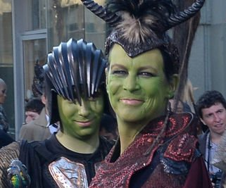 Jamie Lee Curtis, son Thomas cosplay at 'Warcraft' premiere